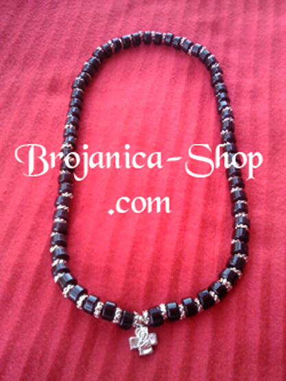 O147 Ogrlica od crnih perli kratka
