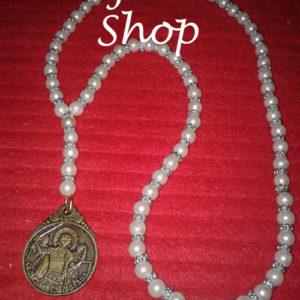 Ogrlica Biserna bela sa srebrnim šajbnicama i medaljonom Svetog Arhangela Mihaila