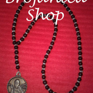 Ogrlica Biserna crna sa srebrnim šajbnicama i medaljonom Svetog Jovana
