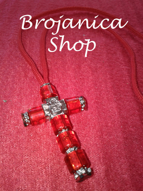 Krst od crvenih providnih perli