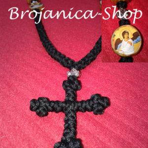 Ogrlica pletena crna obima 1 metar i debljine čvora 12mm sa drvenim ikonicama