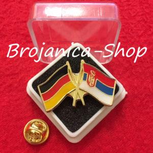 693 Značka zastave Srbija - Nemačka u kutijici